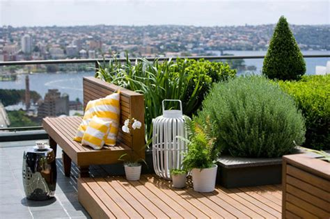 amazing rooftop garden nestled between skyscrapers freshome com