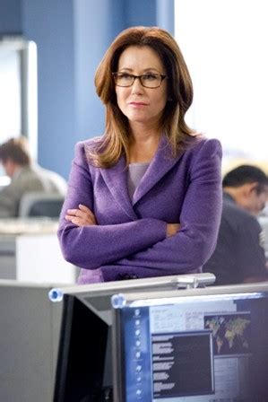 mary mcdonnell hair treatment tv review mary mcdonnell steps into big shoes on tnt s