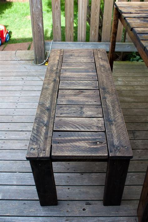 Patio Table Out Of Pallets 25 Best Ideas About Pallet Picnic Tables On