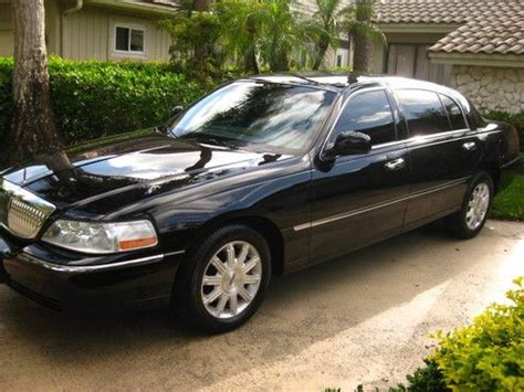 purchase   lincoln town car signature  black