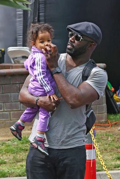 mike colter daughter mike colter luke cage with his daughter at the farmer s