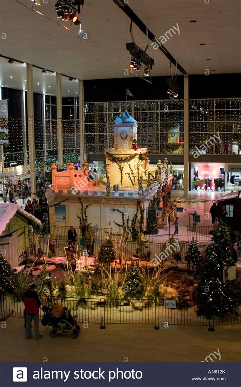 christmas display thecentre mk milton keynes shopping