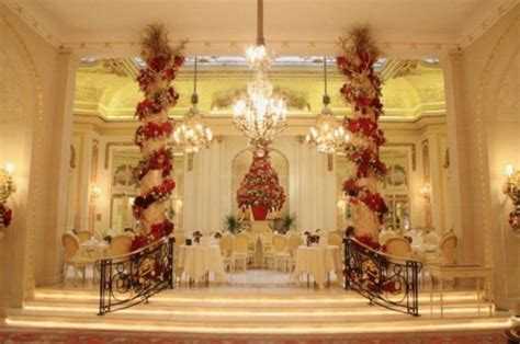 magnificent christmas decoration  hotel ritz london