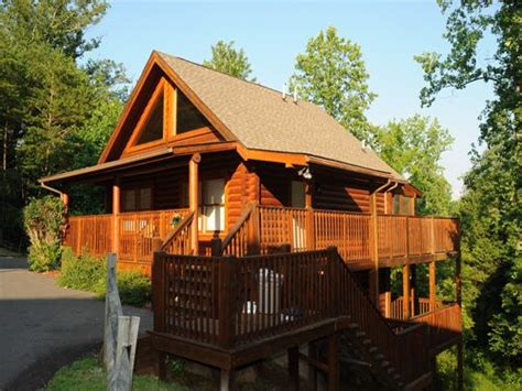 Honeymoon Cabins In Gatlinburg Tn honeymoon cabins in gatlinburg tn at http www encompassvacations cubby s den