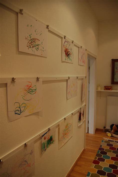 galerie leiste kinderkunst im flur hyggelig