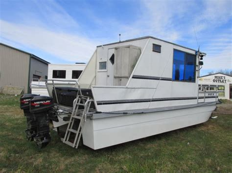 houseboat trailer 25 best ideas about pontoon houseboat on pinterest