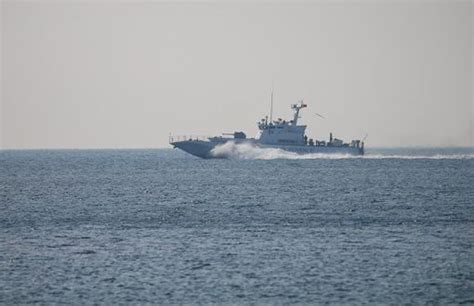 missing refugee boat refugee boat capsizes 4 people die 6 people missing