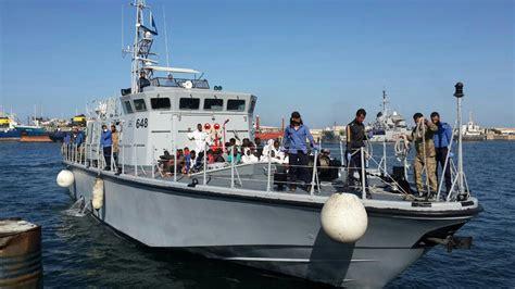 cronaca di porto empedocle migranti in 69 sbarcano a porto empedocle giornale di