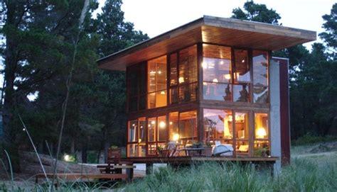 casa de cristal casa de cristal y madera en medio del bosque