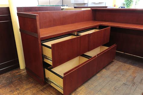 Arnold Regent Mahogany 7 X 8 5 U Shaped Reception Desk Arnold Reception Desks