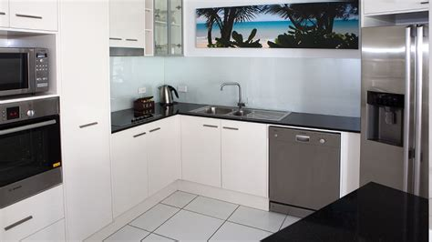 cairns 2 bedroom apartments 2 bedroom apartment cairns esplanade 28 images cairns