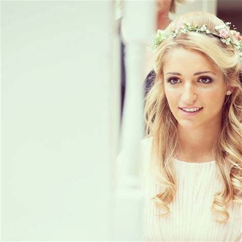 Wedding Hairstyles Half Up Half With Fringe by The 25 Best Ideas About Bridal Hair Flowers On