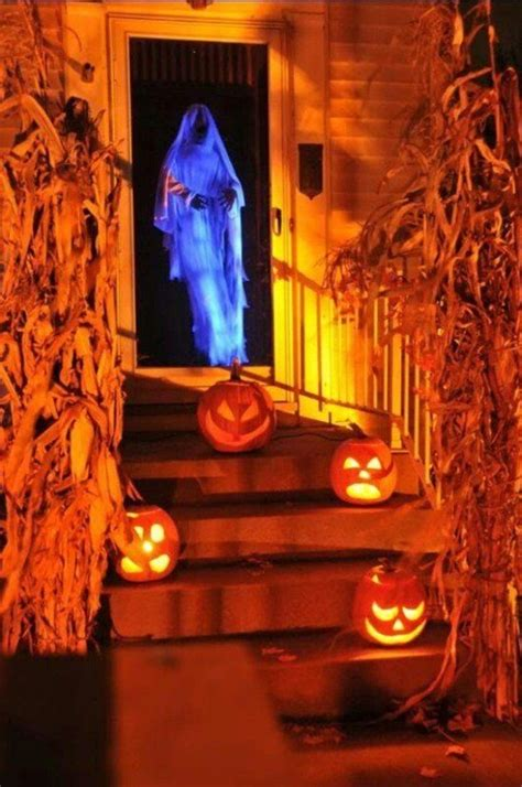 how to make scary halloween decorations at home 50 awesome halloween decorations to make this year