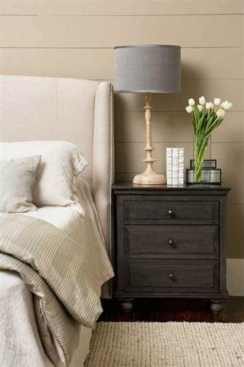 dunkelbraune farb farben kunststoffpaneele streichen um den wohnraum aufzufrischen