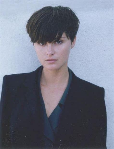 bobs of the 90s short hairstyles 16 best bridget fonda images on pinterest bridget fonda