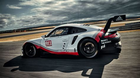porsche rsr 2017 porsche 911 rsr racer adopts mid engined layout