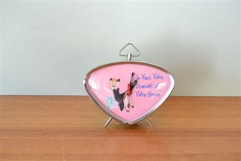 vintage style alarm clock pin up gt1a funky flamingo