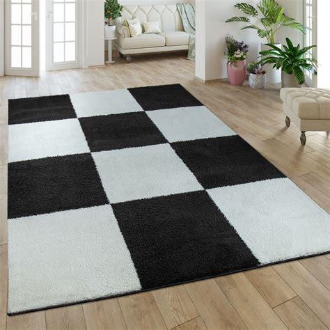 bruin vloerkleed hoogpolig hoogpolig vloerkleed ruitdessin bruin zwart tapijt