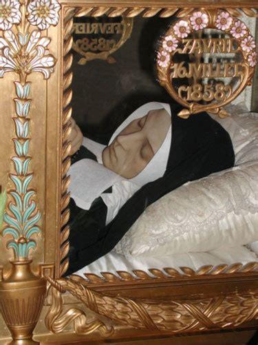 jenazah abadi santa bernadette soubirous  tetap utuh