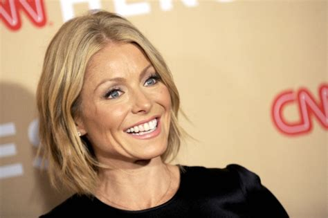 seriously i m no kelly ripa but i cut my hair similar makeup free kelly ripa flaunts fresh face after super bowl bet