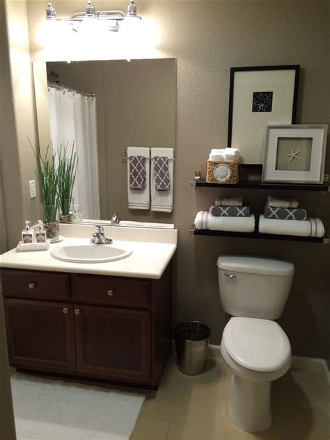 guest bathroom paint colors best 25 bathroom towel display ideas on pinterest bath