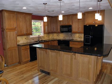Countertops With Oak Cabinets by Oak Kitchen Cabinets With Granite Counter Top
