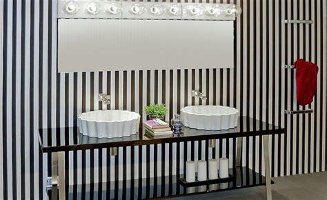 mensole e ripiani arredare il bagno con mensole e ripiani alcuni consigli utili