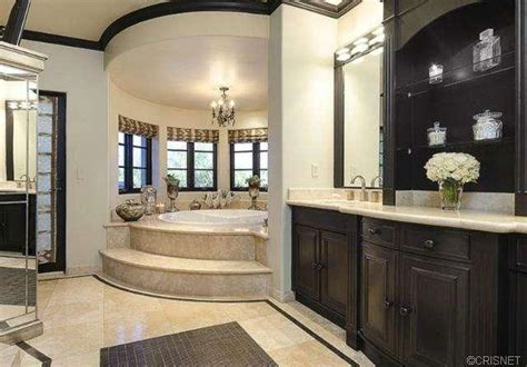 Khloe Bathroom by Khloe And Lamar Odom Put Their California