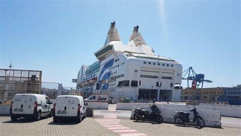 genova porto torres traghetto traghetti gnv lancia rhapsody sulla genova porto torres