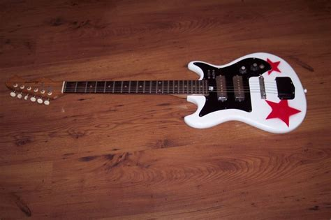 spray paint guitar 52 best images about relic guitars on rory