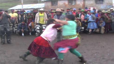 imagenes mujeres peleando takanakuy de mujeres 2012 huaracco chumbivilcas youtube