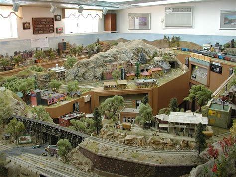 Log Cabin Layouts an affair wtih trains deals and steals