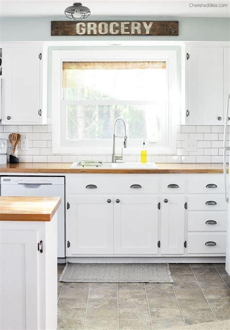 farmhouse cabinets for kitchen best 25 white cottage kitchens ideas on pinterest