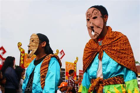 Topeng Warna Warni tradisi sekura kemeriahan hari raya di balik pesta topeng indonesiakaya eksplorasi