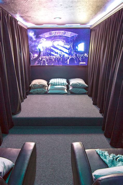top 25 home theater room decor ideas and designs media room sofas media room seating ideas how to choose