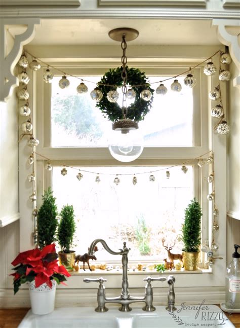 12 cutest and easiest diy christmas window d 233 corations shelterness