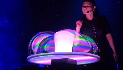 fan yang bubble show the art of mind blowing bubbles now beautifulnow is