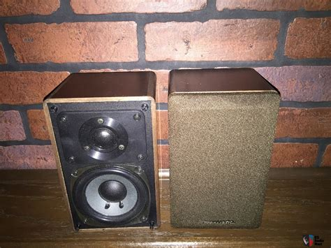 realistic minimus 7w bookshelf speakers photo 1192899