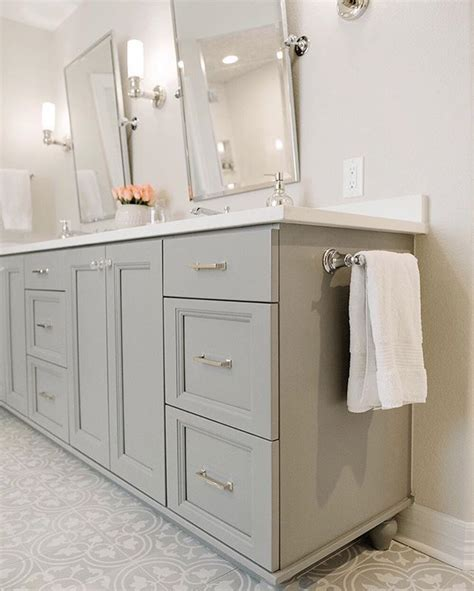 Bathroom Wall Colors With White Cabinets by Best 25 Gray Bathroom Vanities Ideas On