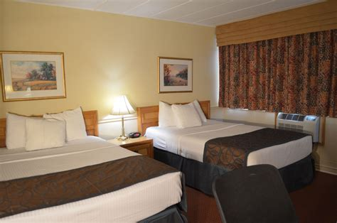 two double beds 2 double beds country squire resort gananoque 1000 islands hotel