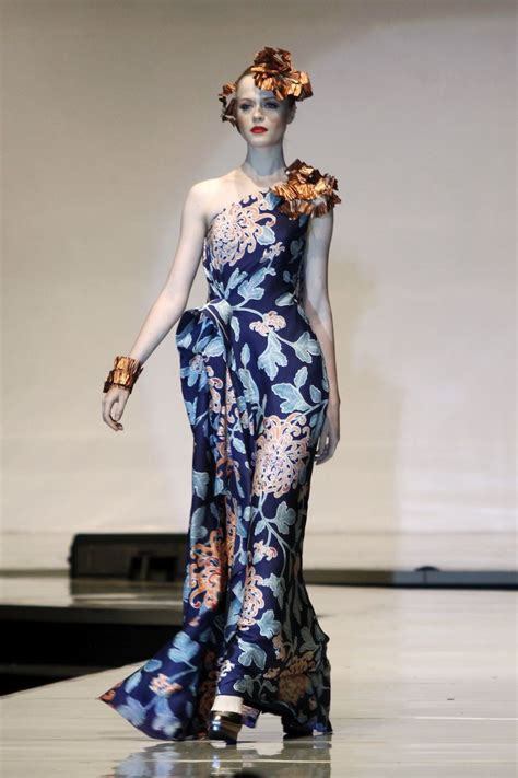 indonesian designers show    world batik summit