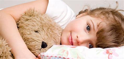 hija se mete a la cama de su padre para cpjer sonambulismo y los ni 241 os