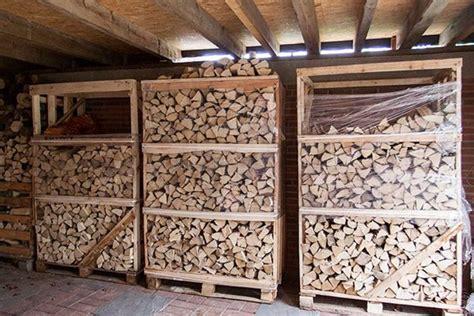 brennholz lagern 50 ideen f 252 r stauraum brennholz lagern die besten 17 ideen zu brennholz auf