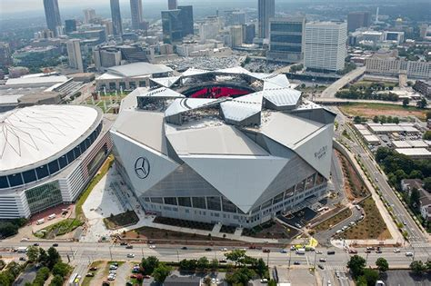 Madden Interiors Watch Atlanta S Soon To Be Open Mercedes Benz Stadium Roof