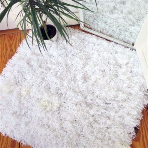 Make Your Own Area Rug Learn How To Make Your Own Fluffy Area Rug With Yarn Wool And Baker S Twine Via