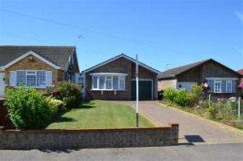 bungalows for sale in clacton on sea gorse clacton on sea 2 bedroom bungalow for sale co15