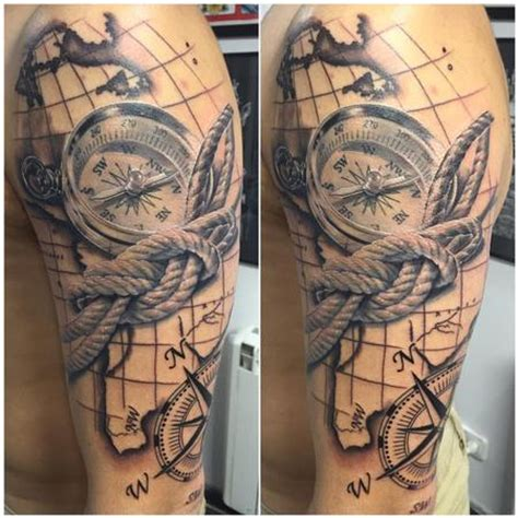 tattoos mapa y brujula realista en negro y gris