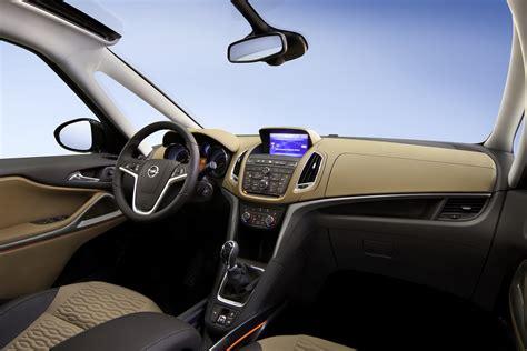 Saudia Rumbai Safira All New 2012 Opel Zafira 7 Seater Minivan Breaks Cover