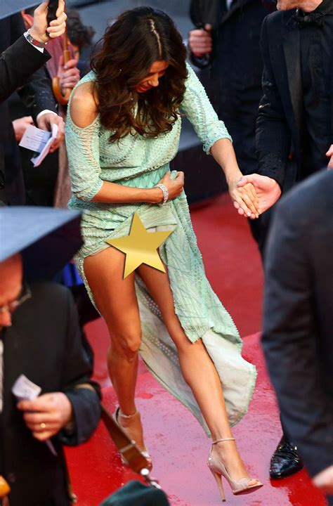 longoria suffers massively embarrassing wardrobe