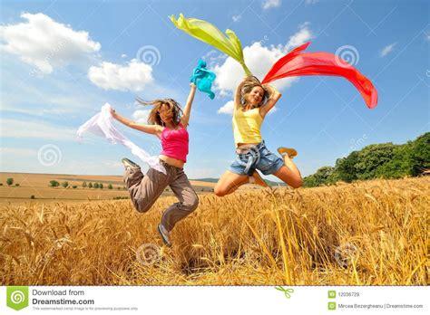 imagenes libres y gratis mujeres felices en co en verano im 225 genes de archivo